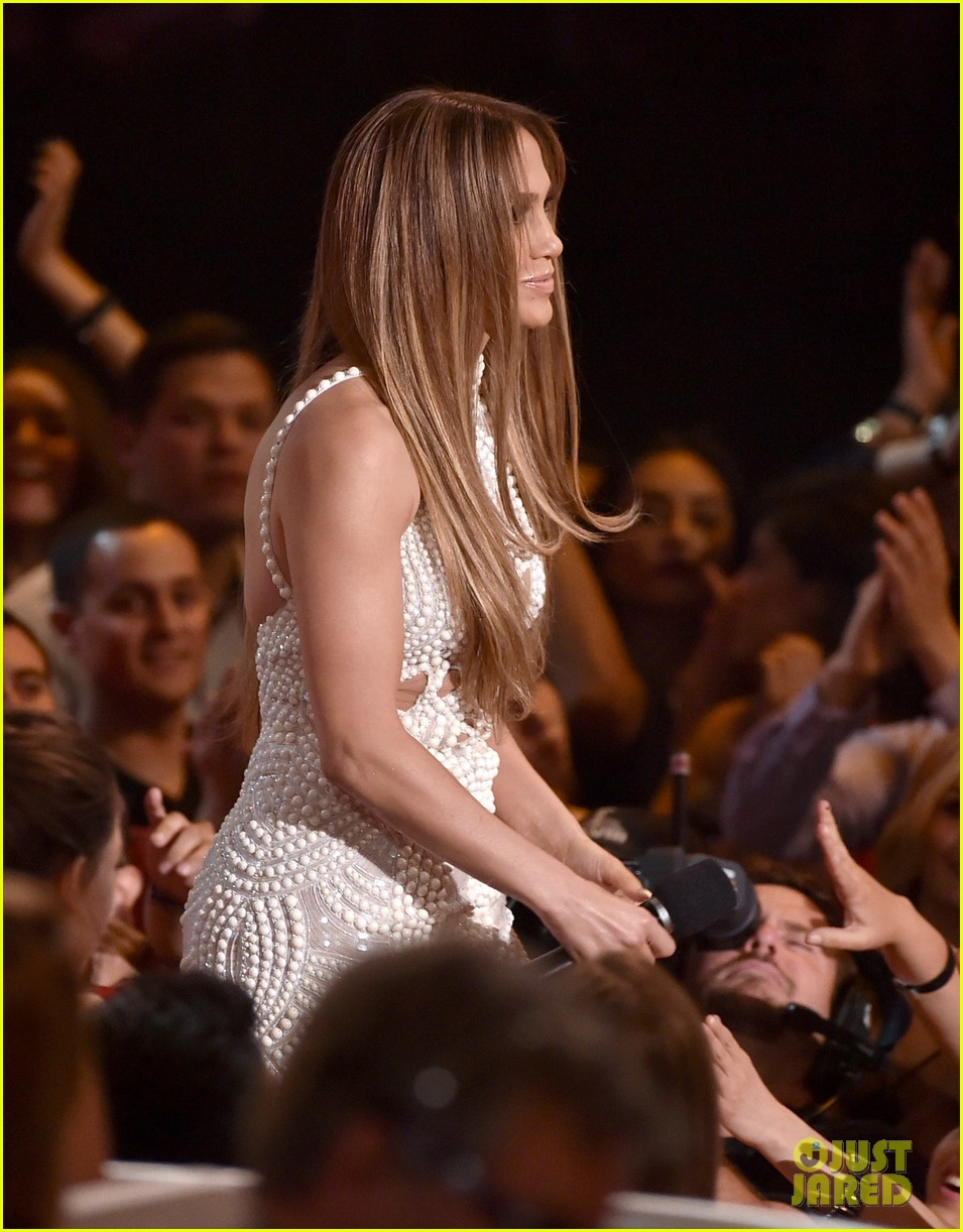 jennifer lopez goes from idol to iheartradio music awards 103103550