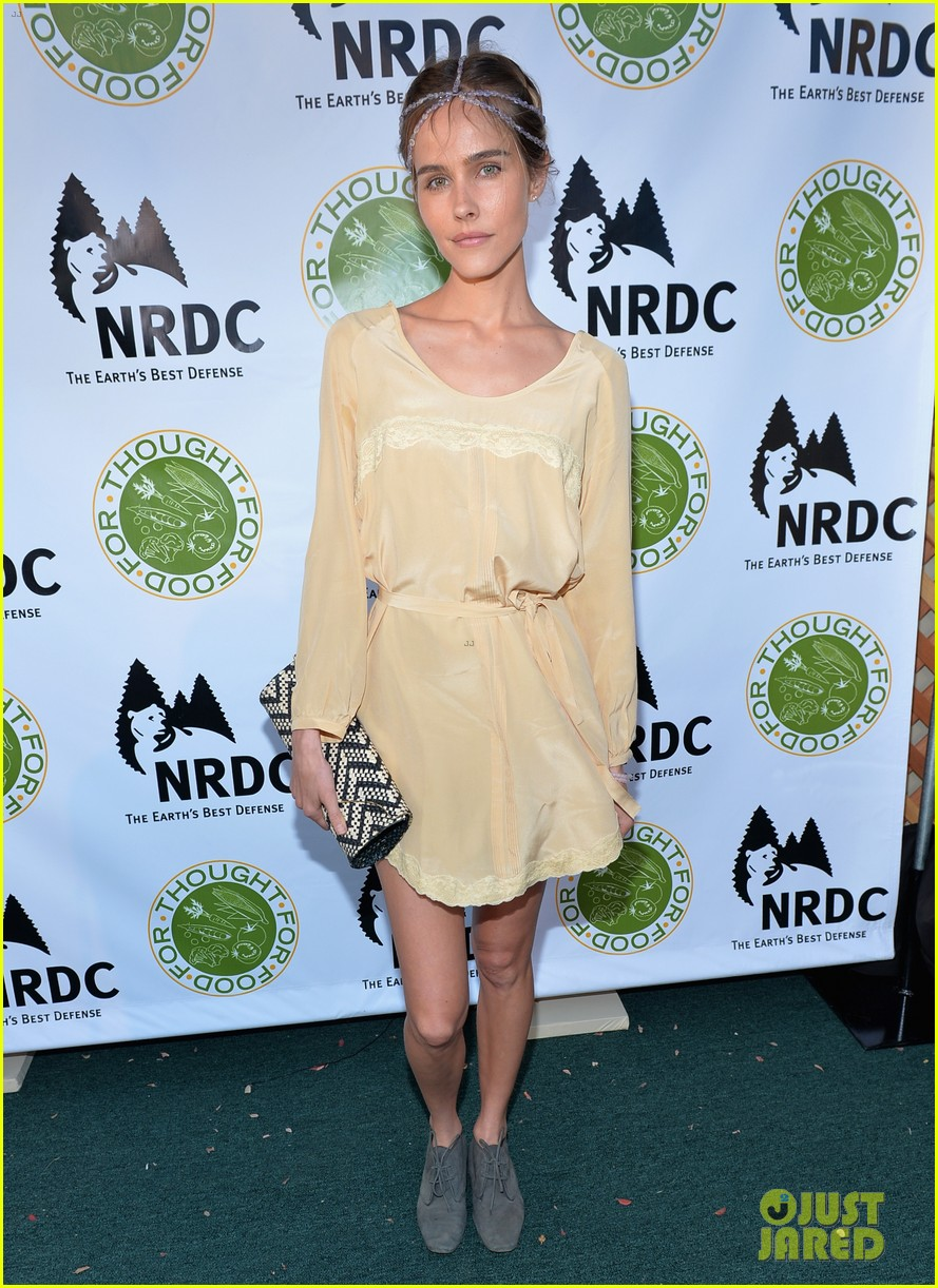 isabel lucas amber valletta get glam for ndrcs food for thought benefit 11
