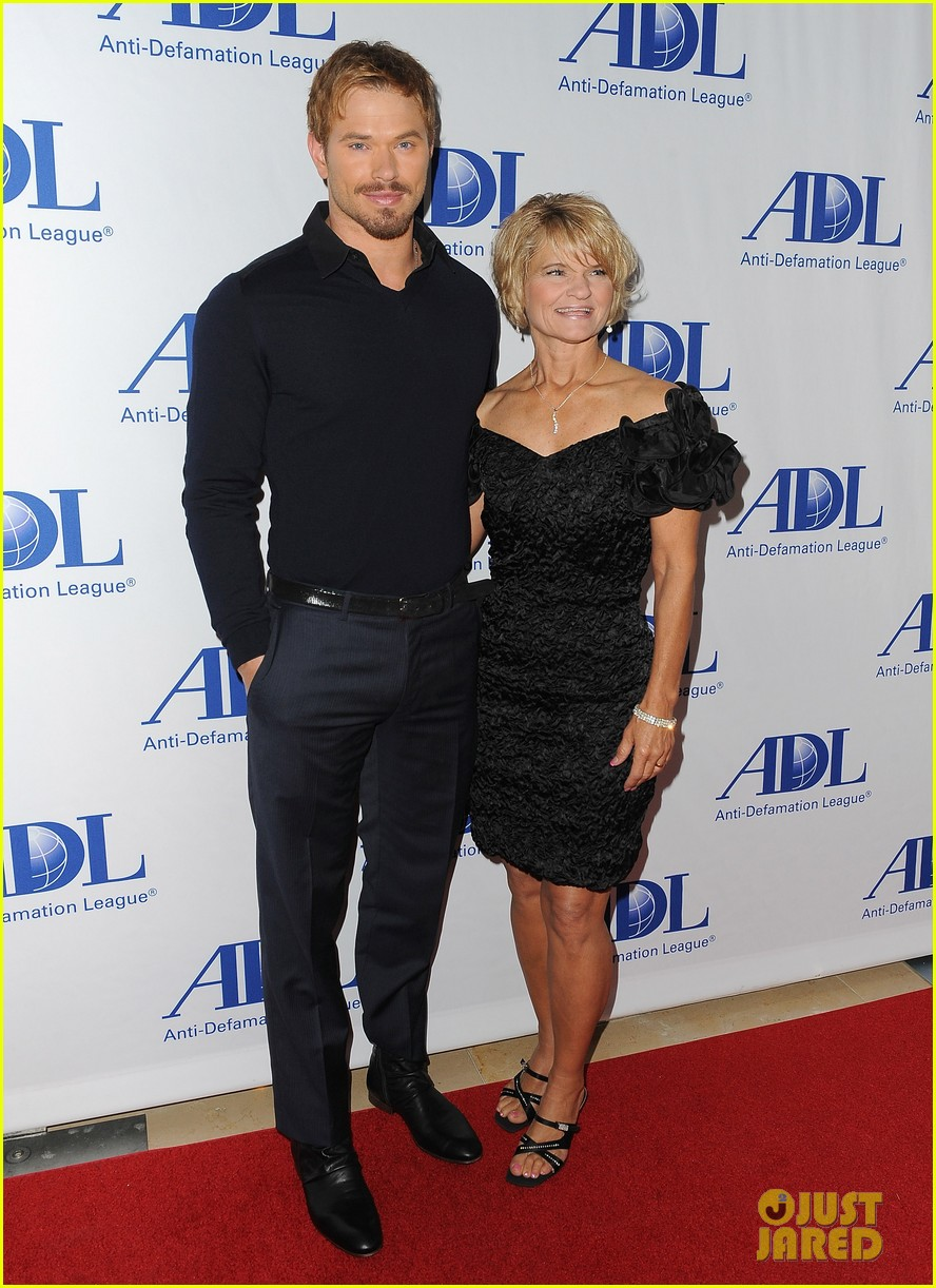 kellan lutz starts mothers day celebration early 01
