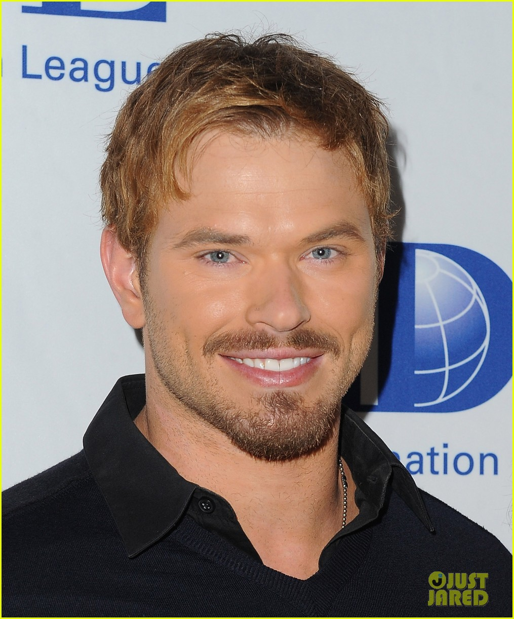 kellan lutz starts mothers day celebration early 04