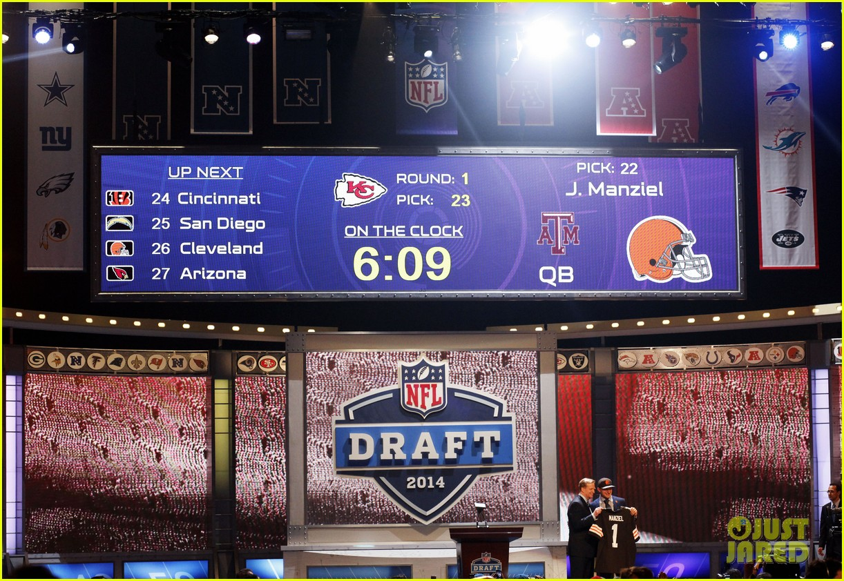 johnny manziel gets picked 22nd in nfl draft 093109023