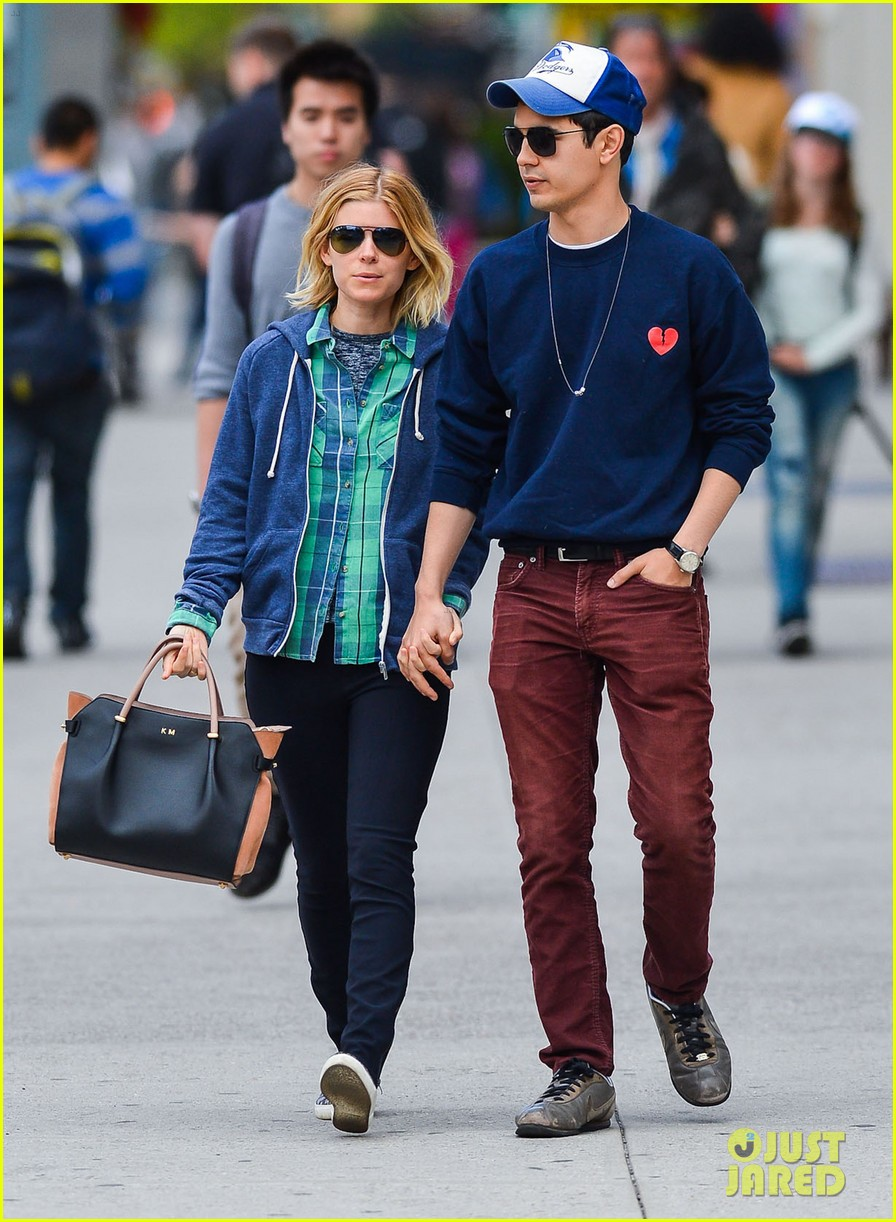 kate mara max minghella hold hands in nyc 05