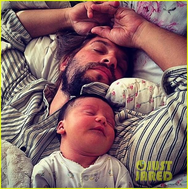 ben mckenzie meets logan marshall greens newborn baby 043104298