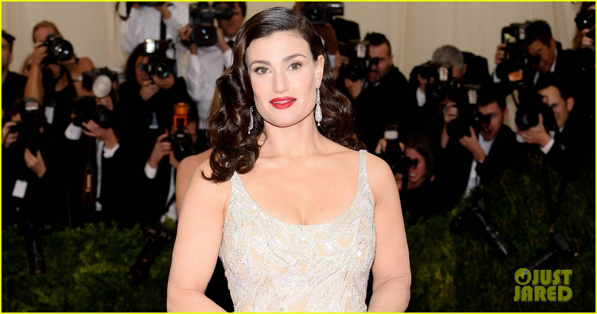 idina menzels rocks long white train at met ball 2014 023105936