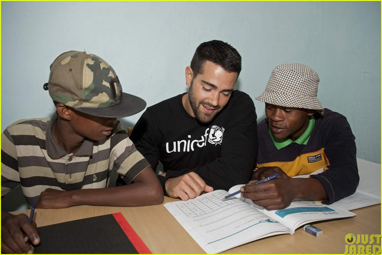 jesse metcalfe and cara santana take a trip to africa for unicef04