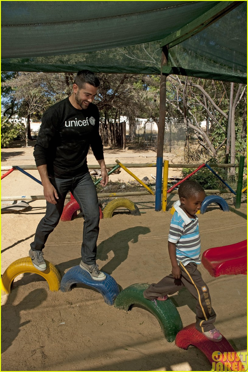 jesse metcalfe and cara santana take a trip to africa for unicef14