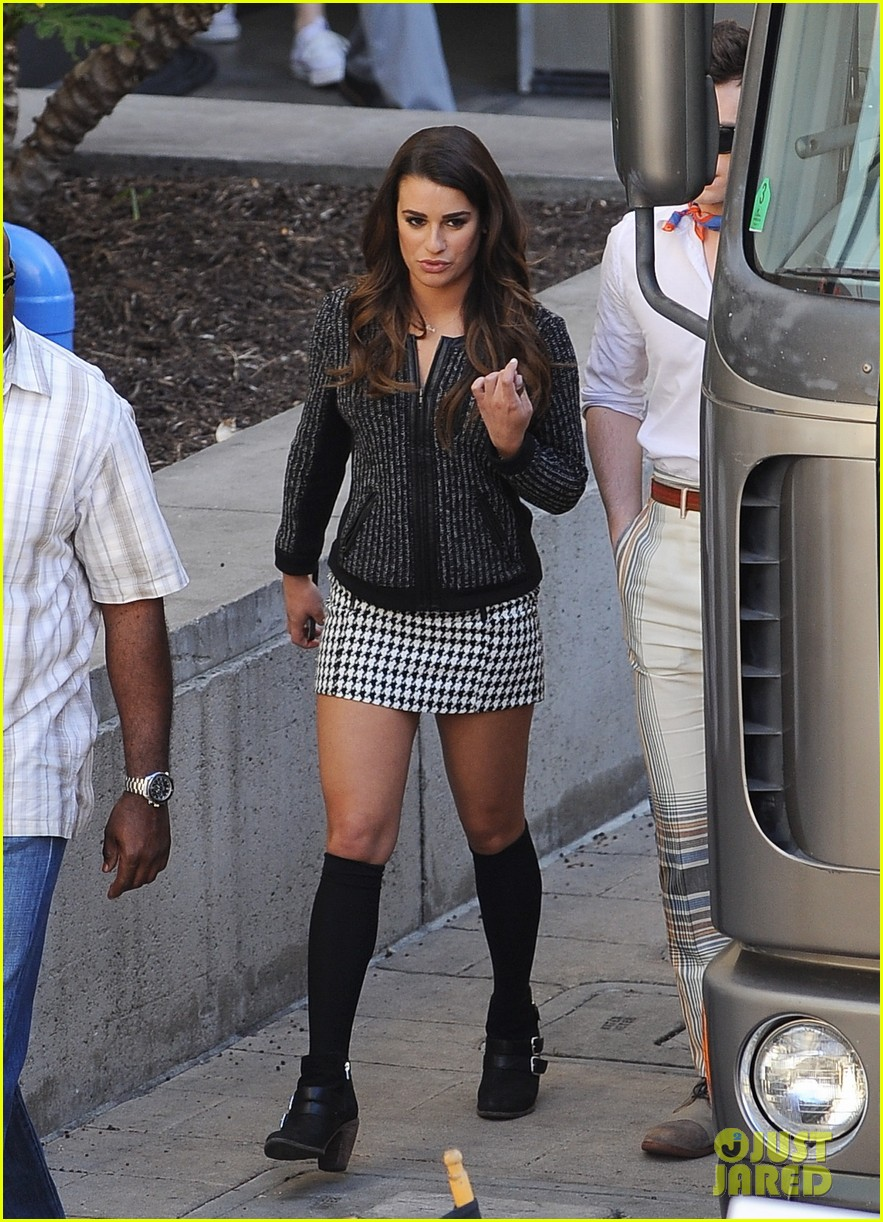 lea michele heather morris hang out on glee finale set 06