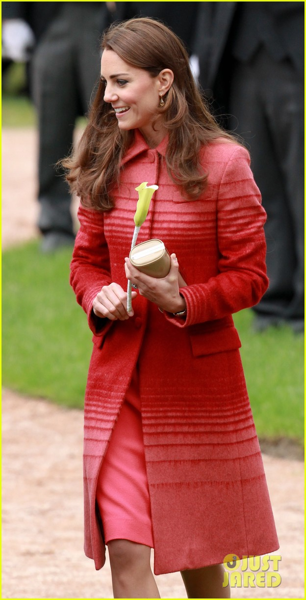 kate middleton prince william visit macrosty park in scotland 073123758