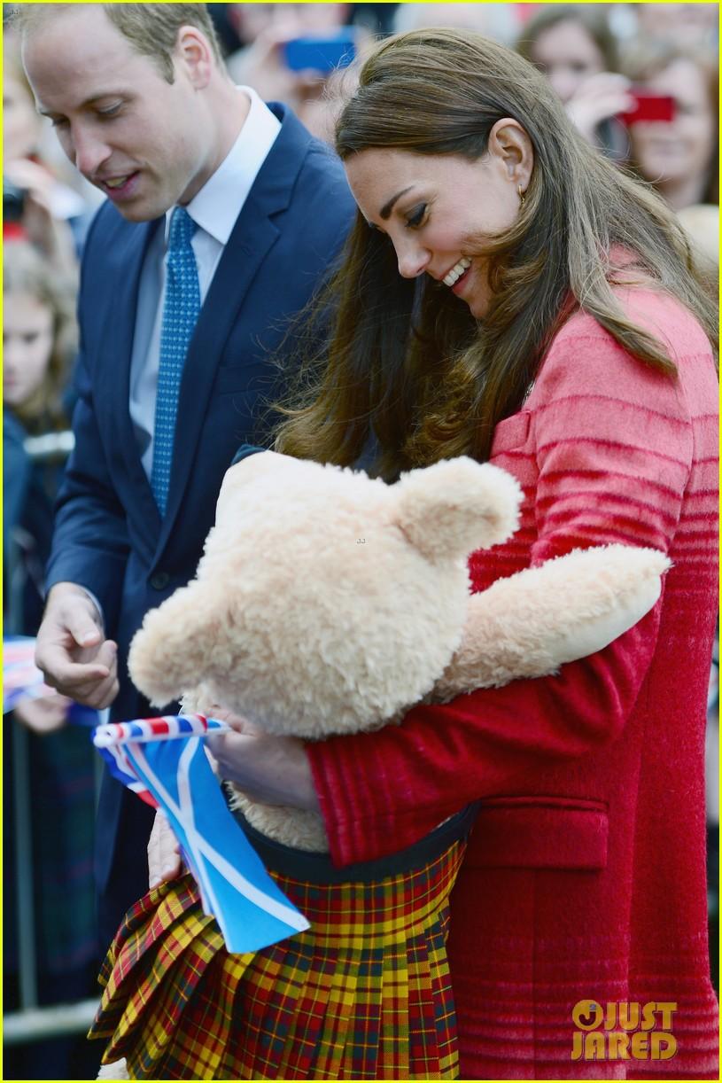 kate middleton prince william visit macrosty park in scotland 12