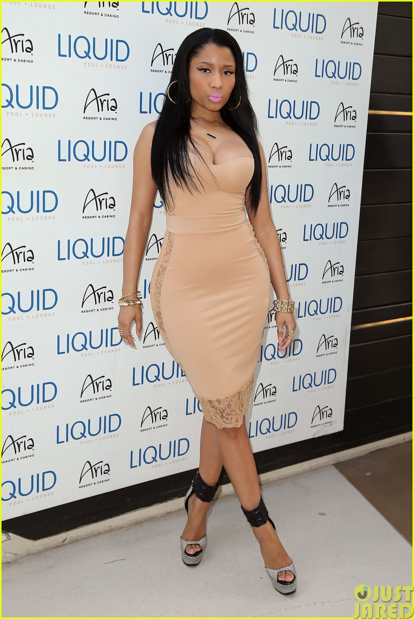 nicki minaj plays host at the liquid pool lounge173121626