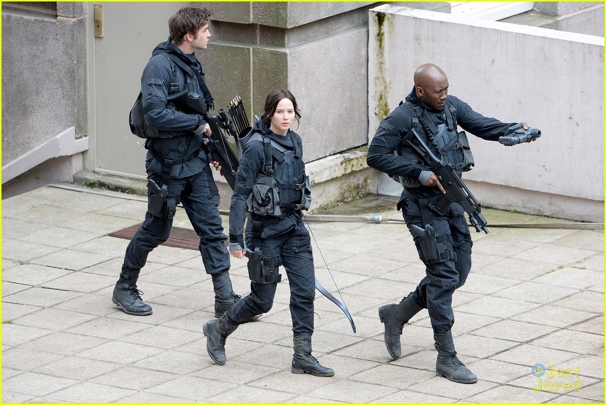 jennifer josh sam liam mockingjay combat wear 05