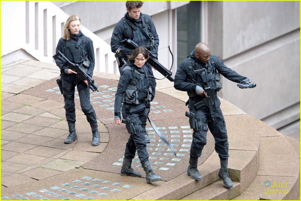 jennifer josh sam liam mockingjay combat wear 07
