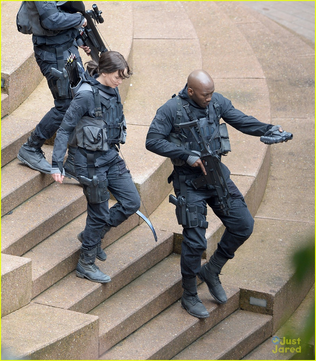 jennifer josh sam liam mockingjay combat wear 08