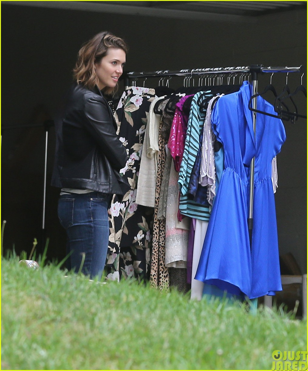 mandy moore lets her friend convince her to go to a yard sale063121799