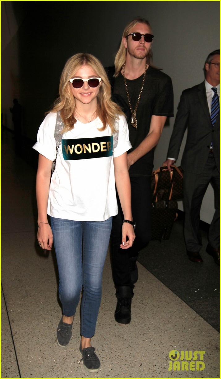 chloe moretz wonder gal en route to cannes film festival 013118904