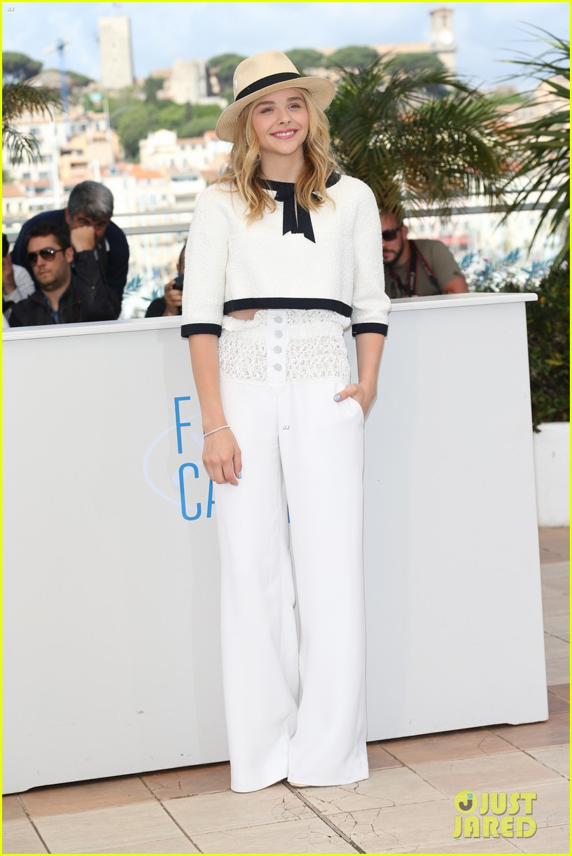 chloe moretz juliette binoche cannes clouds of sils maria photo call 08