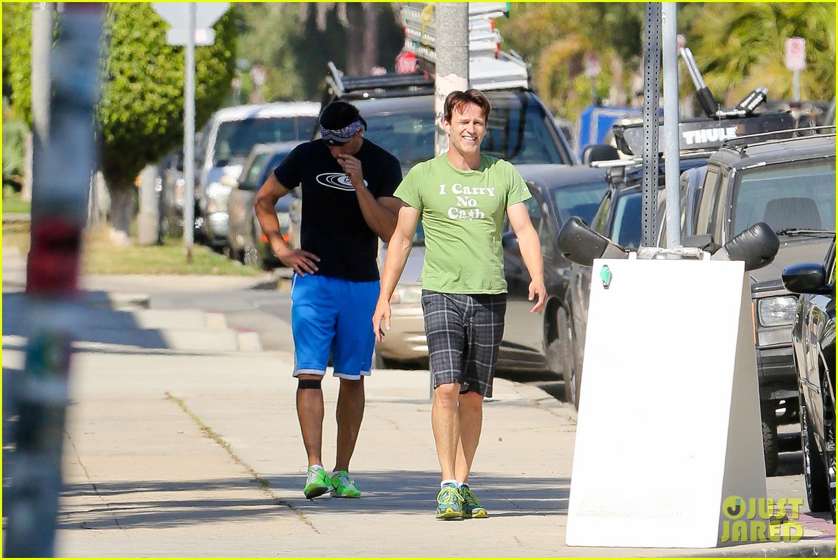 stephen moyer takes his workout to the streets 133113469