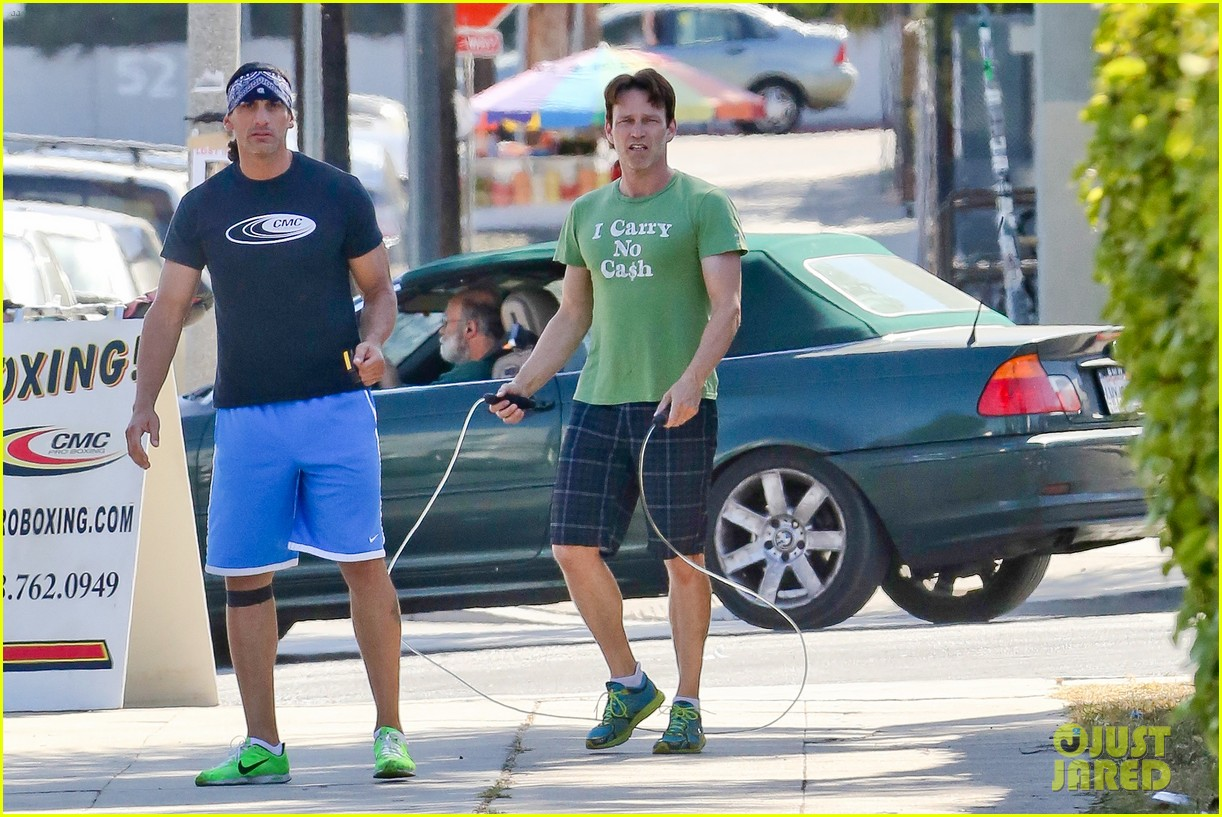 stephen moyer takes his workout to the streets 163113472