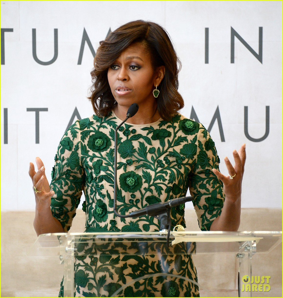 michelle obama anna wintour costume center opening 053105645