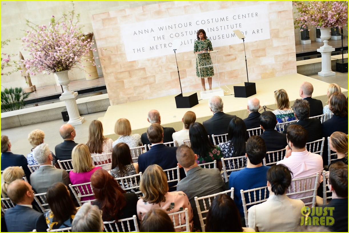 michelle obama anna wintour costume center opening 08