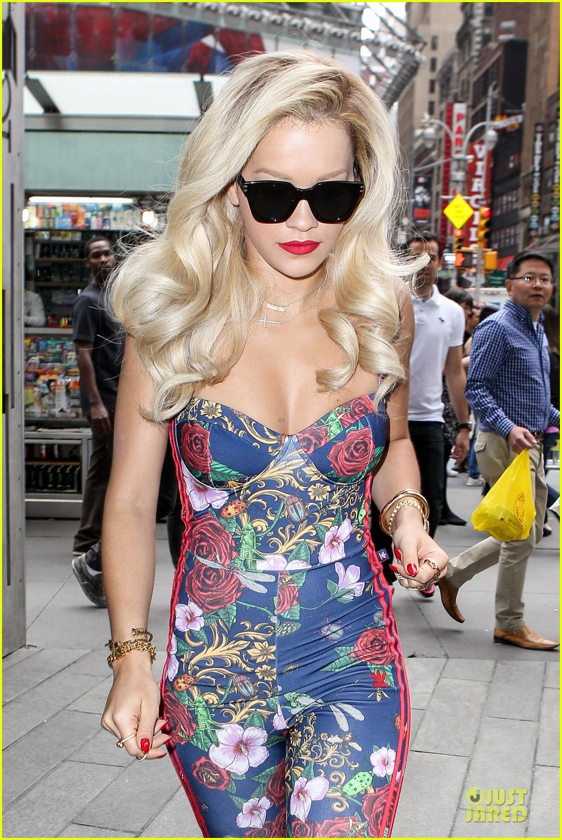 rita ora blooming floral statement in soho 02
