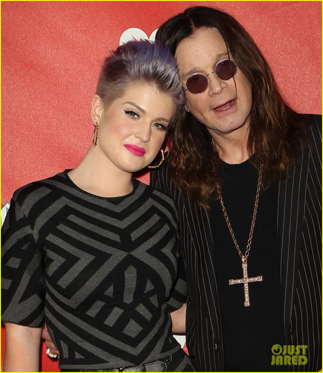 kelly osbourne supports father ozzy at musicares map fund benefit concert 073112378