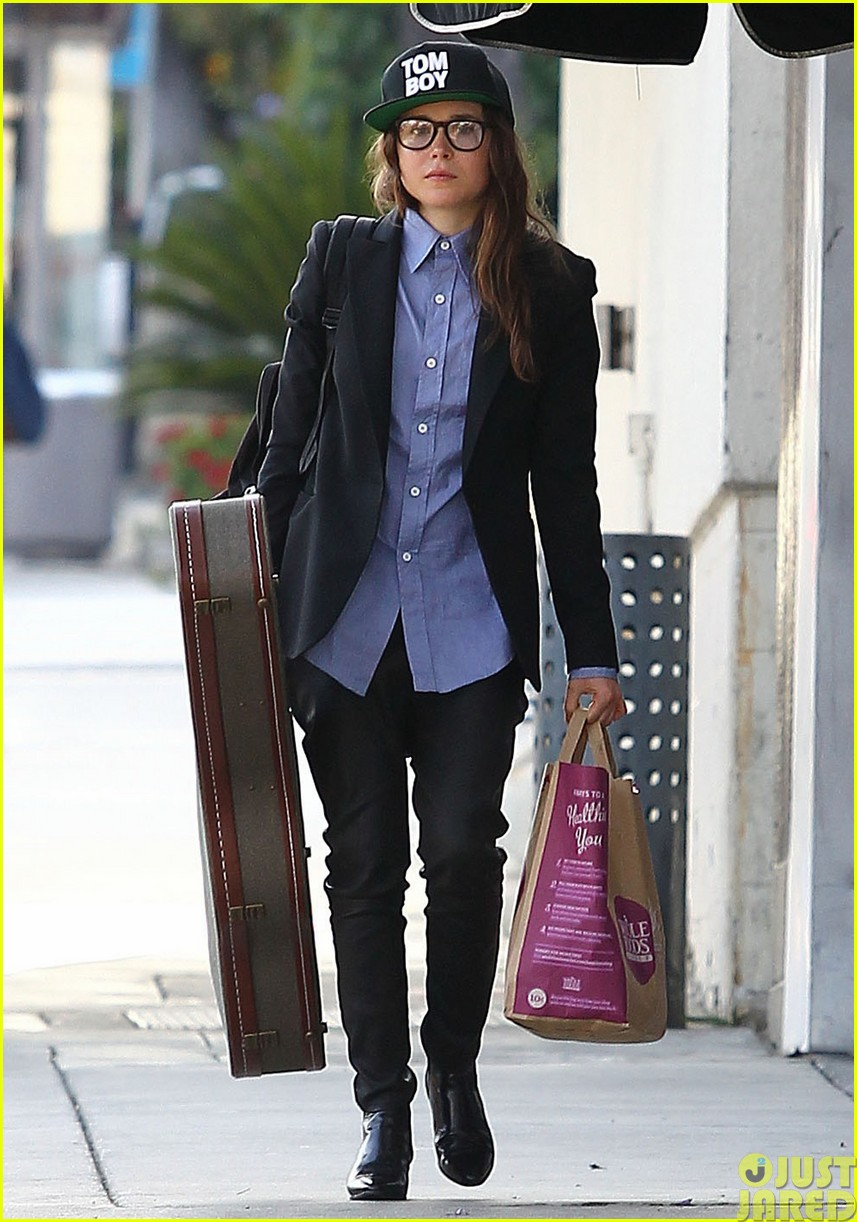 ellen page eats ikea takeout with justin bieber in her dreams22