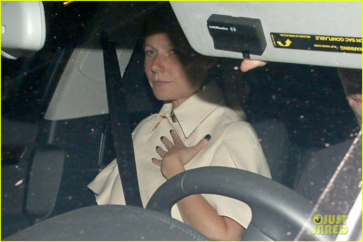 gwyneth paltrow chris martin reunite for dinner date 03
