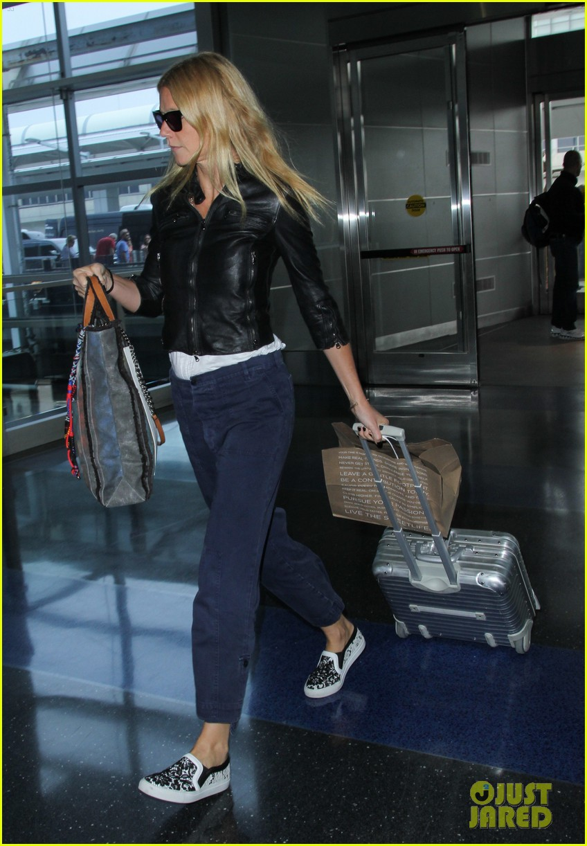 gwyneth paltrow flies out of town after dinner date with chris martin 02