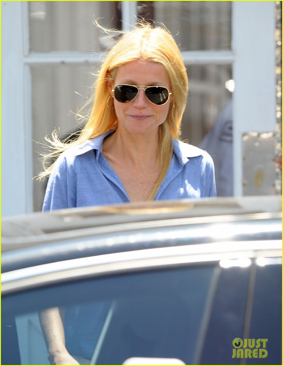 gwyneth paltrow writes blog post to end the mommy wars 033110406