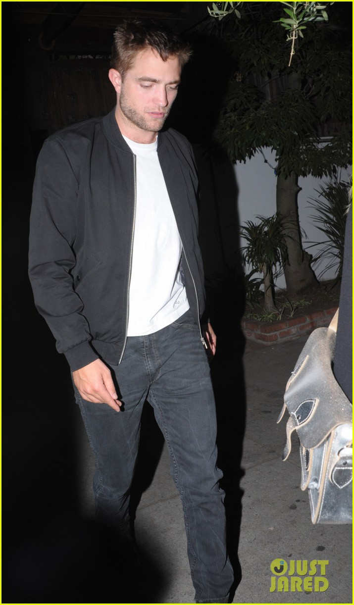 robert pattinson little door night out 013104246