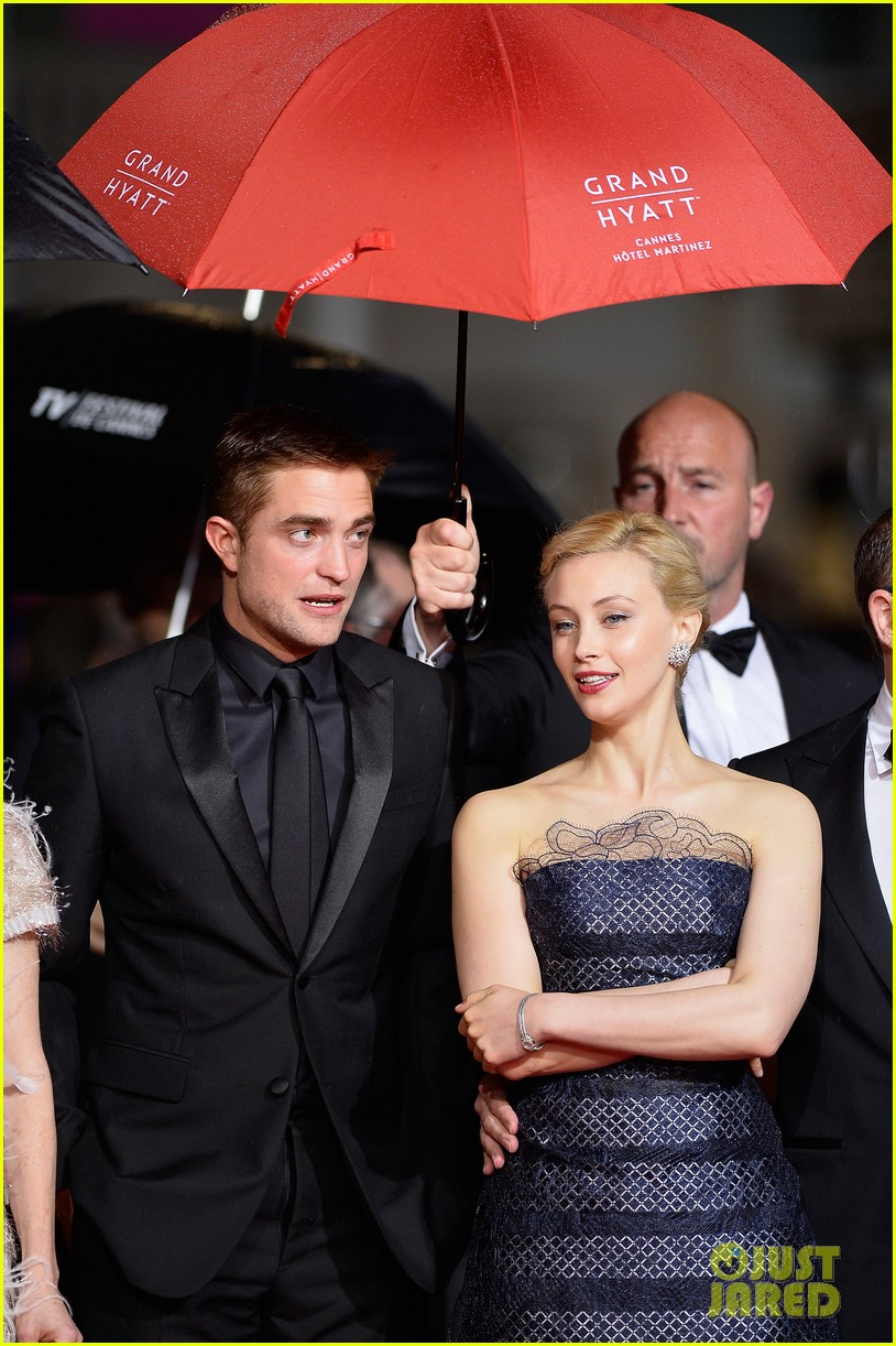 robert pattinson maps to the stars cannes premiere 06