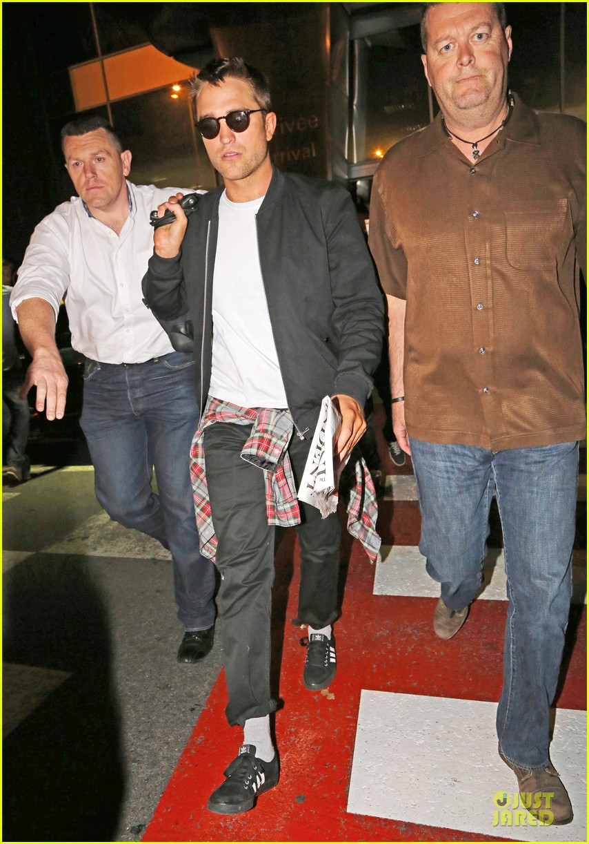 robert pattinson flies to nice for cannes 013115213