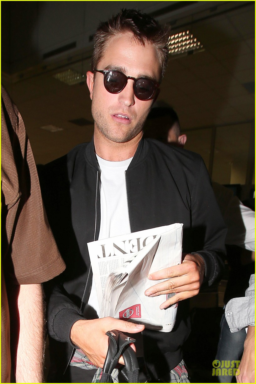 robert pattinson flies to nice for cannes 10