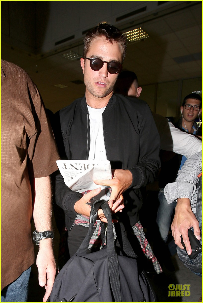 robert pattinson flies to nice for cannes 15