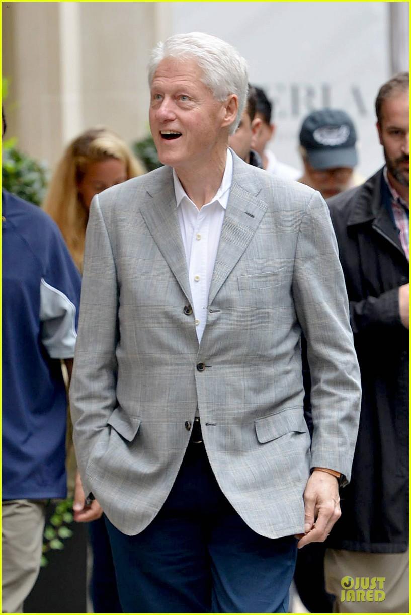 sean penn former president bill clinton 06