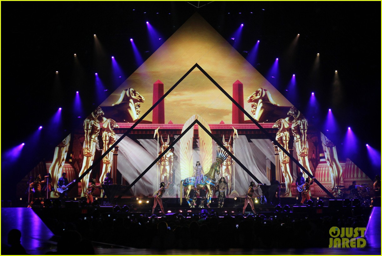 see all of katy perry crazy prismatic tour costumes here 323108239
