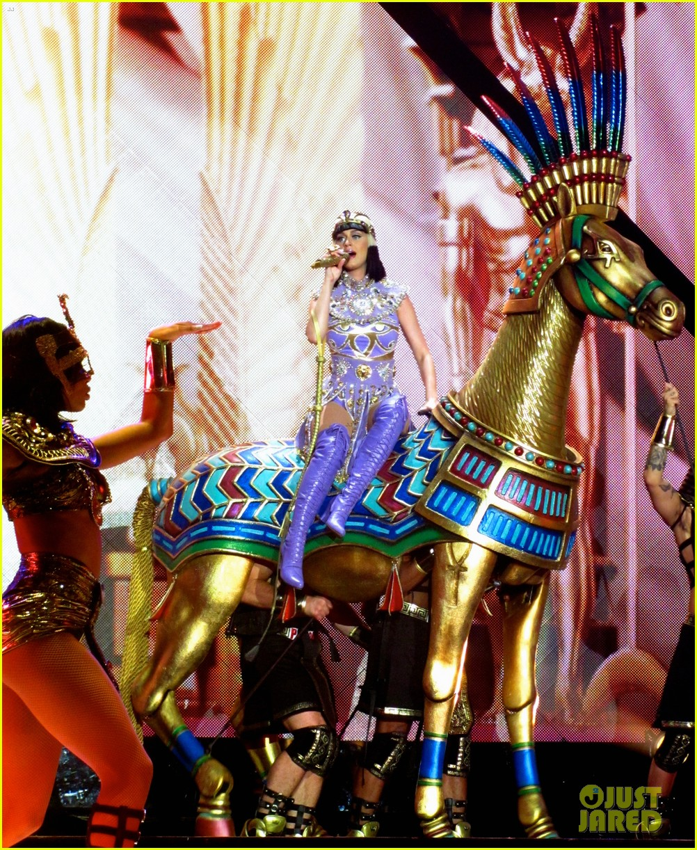 see all of katy perry crazy prismatic tour costumes here 443108251