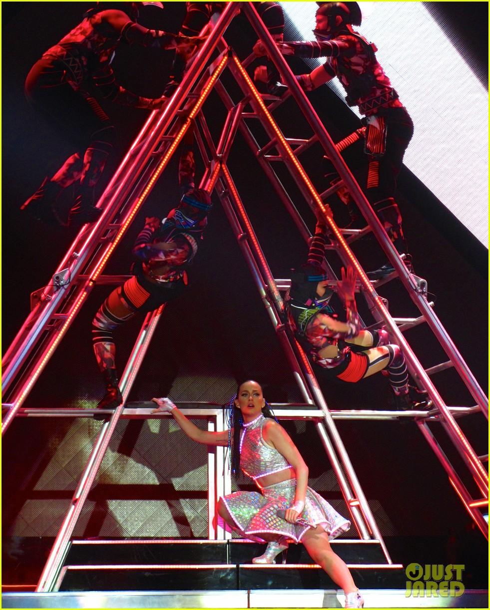 katy perry kicks off prismatic world tour 14