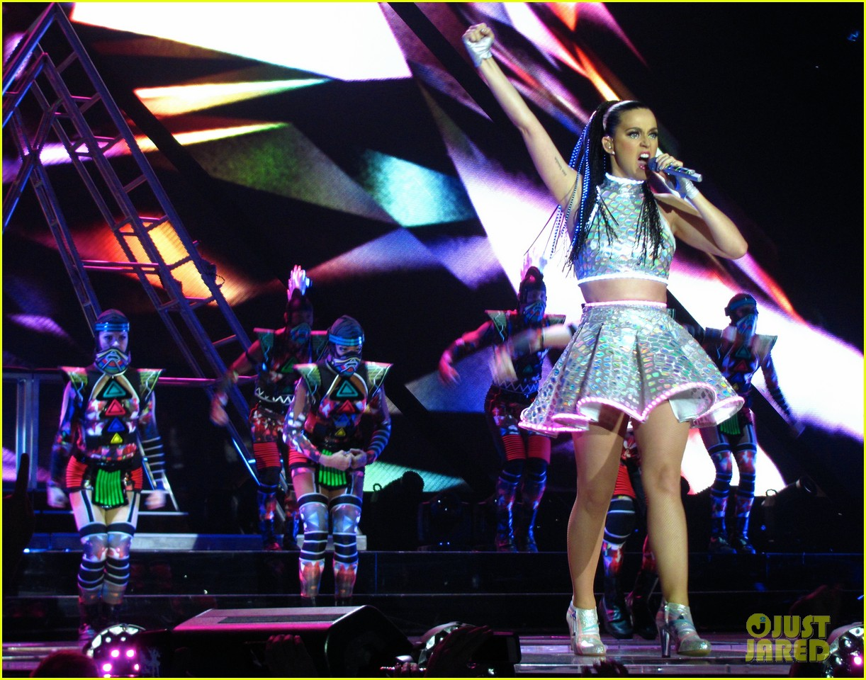 katy perry kicks off prismatic world tour 193107989