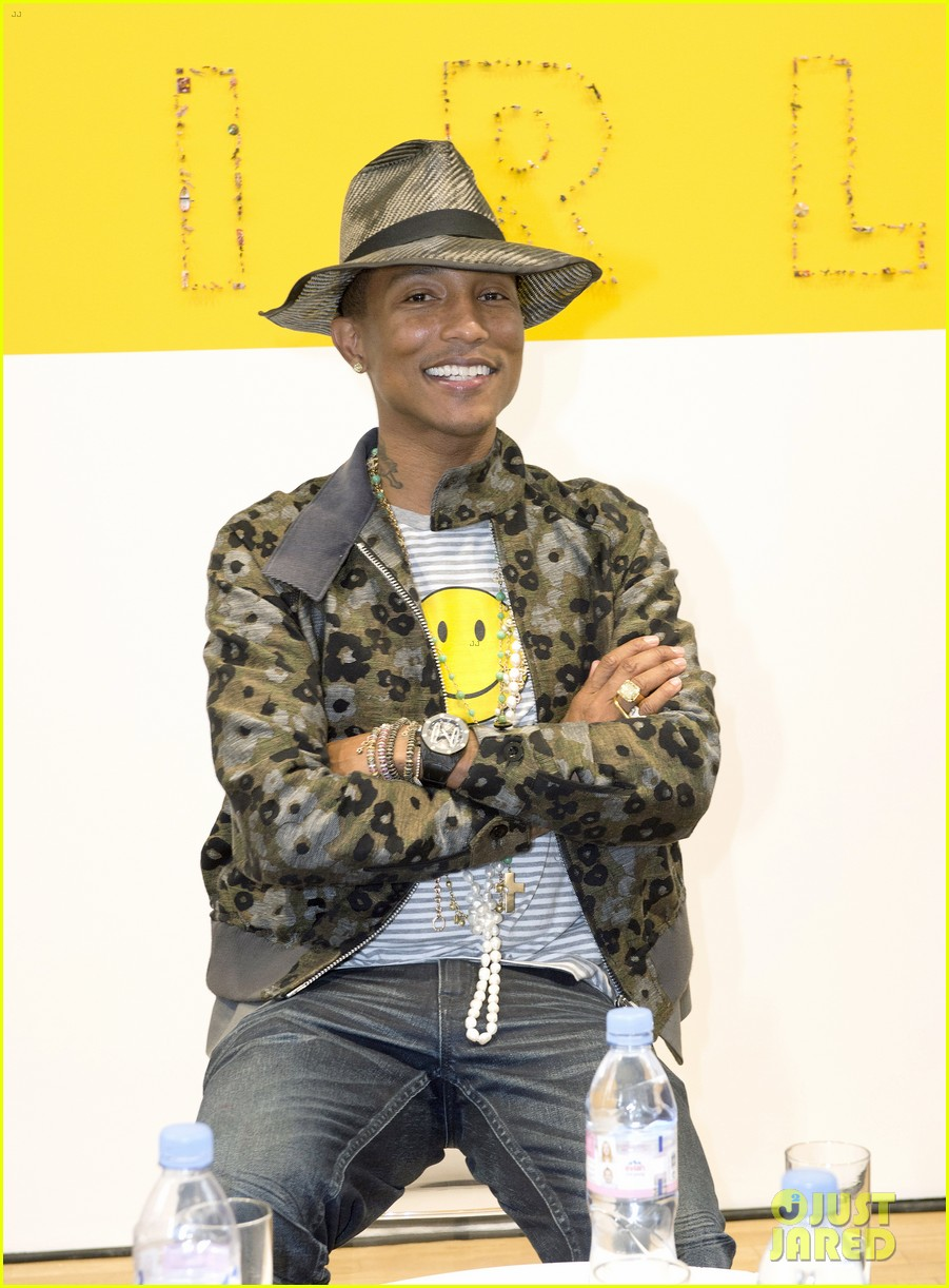 pharrell williams happy shirt paris art gallery opening 06