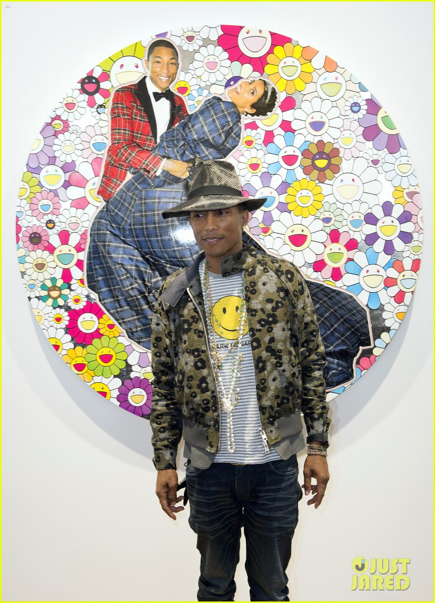 pharrell williams happy shirt paris art gallery opening 09