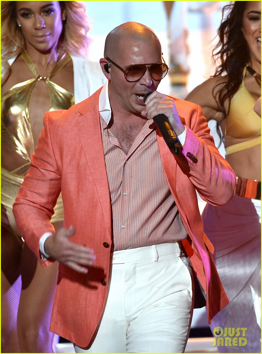 pitbull grl iheartradio music awards 2014 11