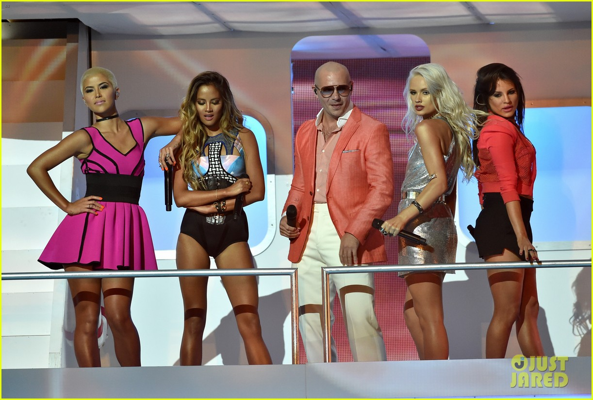 pitbull grl iheartradio music awards 2014 13