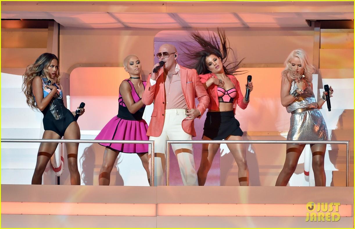 pitbull grl iheartradio music awards 2014 22