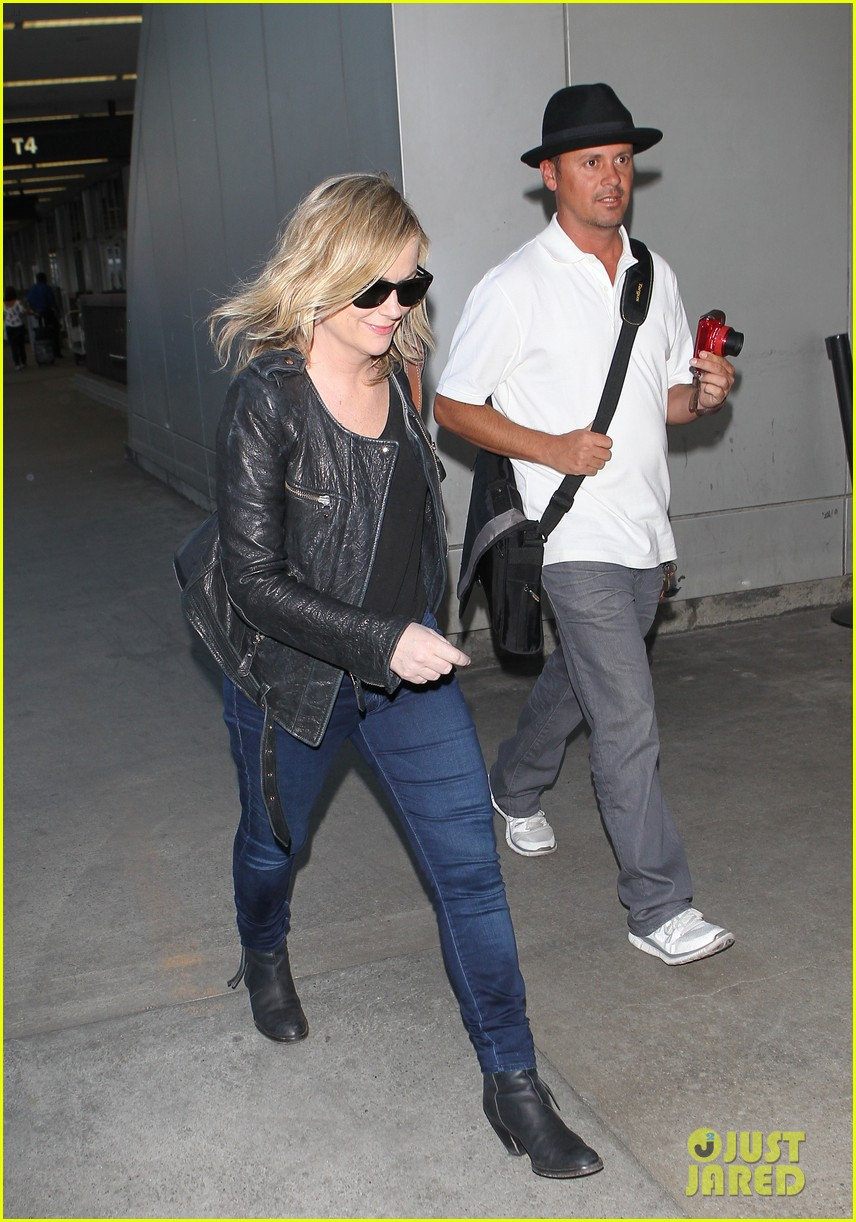 amy poehler back in la after performing at assscat 3000 at ucb 06