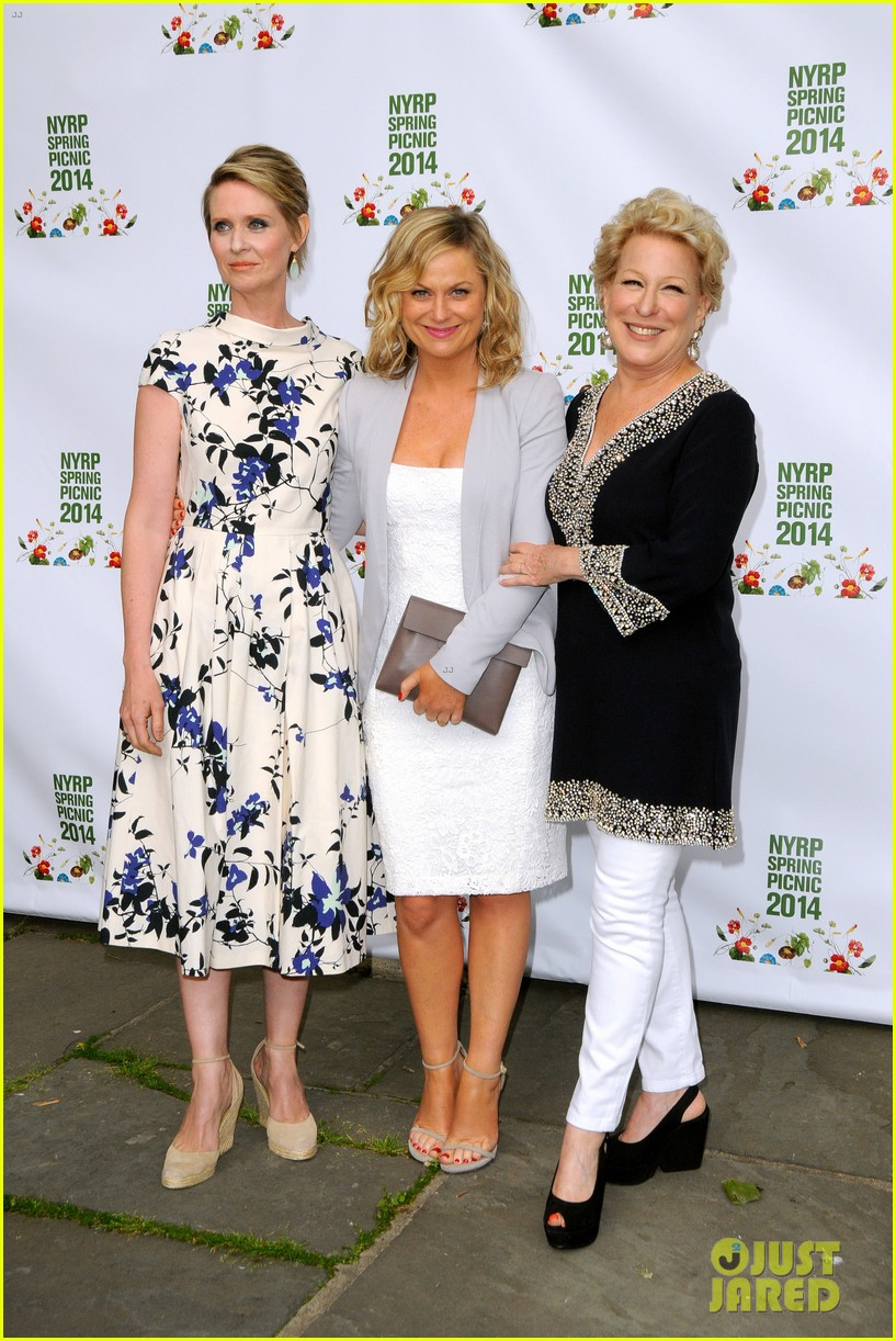 amy poehler drops by bette midler annual spring picnic 03