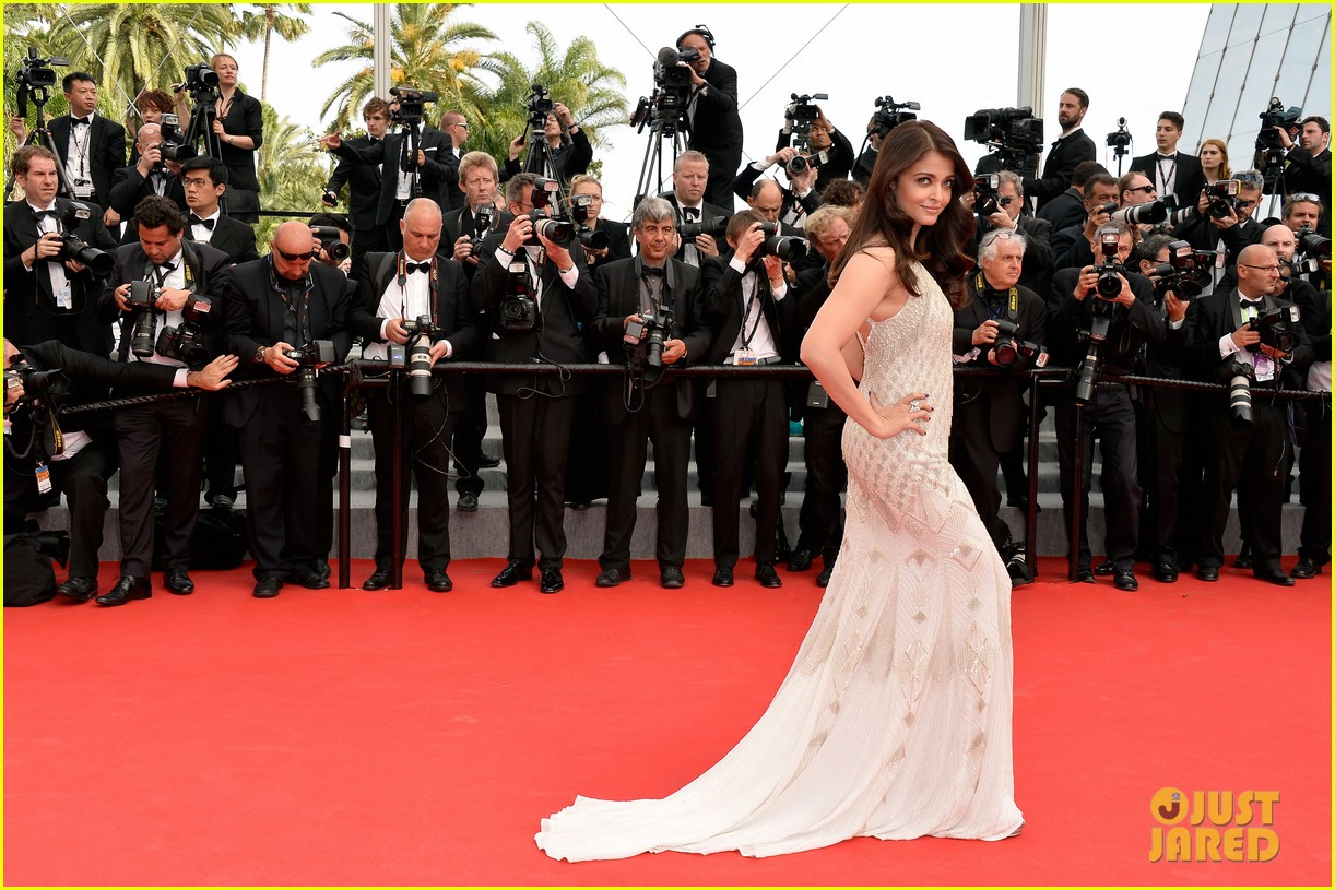 aishwarya rai works red carpet cannes 2014 02