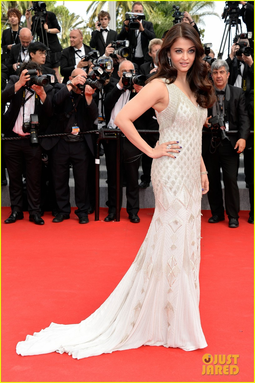 aishwarya rai works red carpet cannes 2014 08