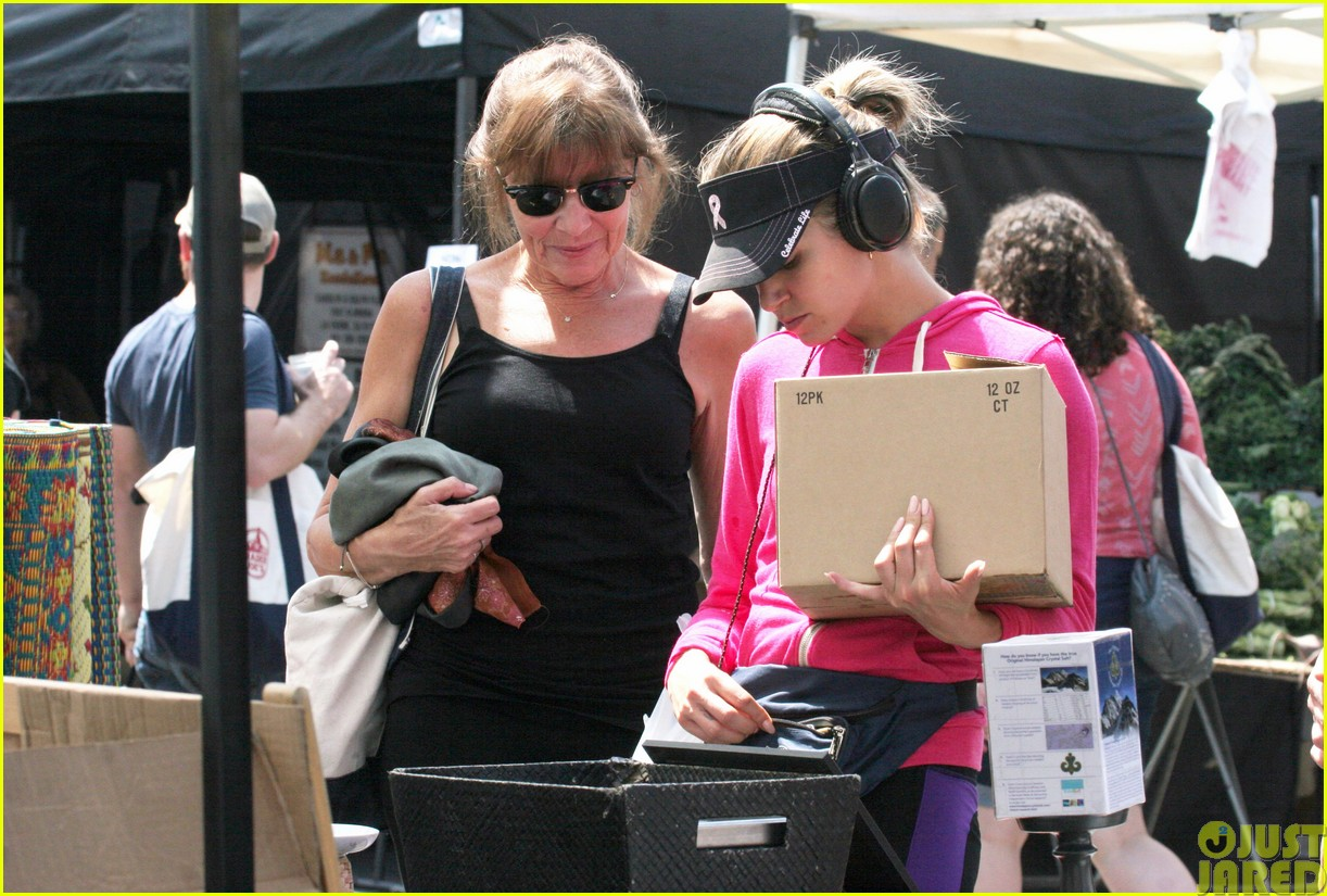 nikki reed is all smiles at the farmers market12